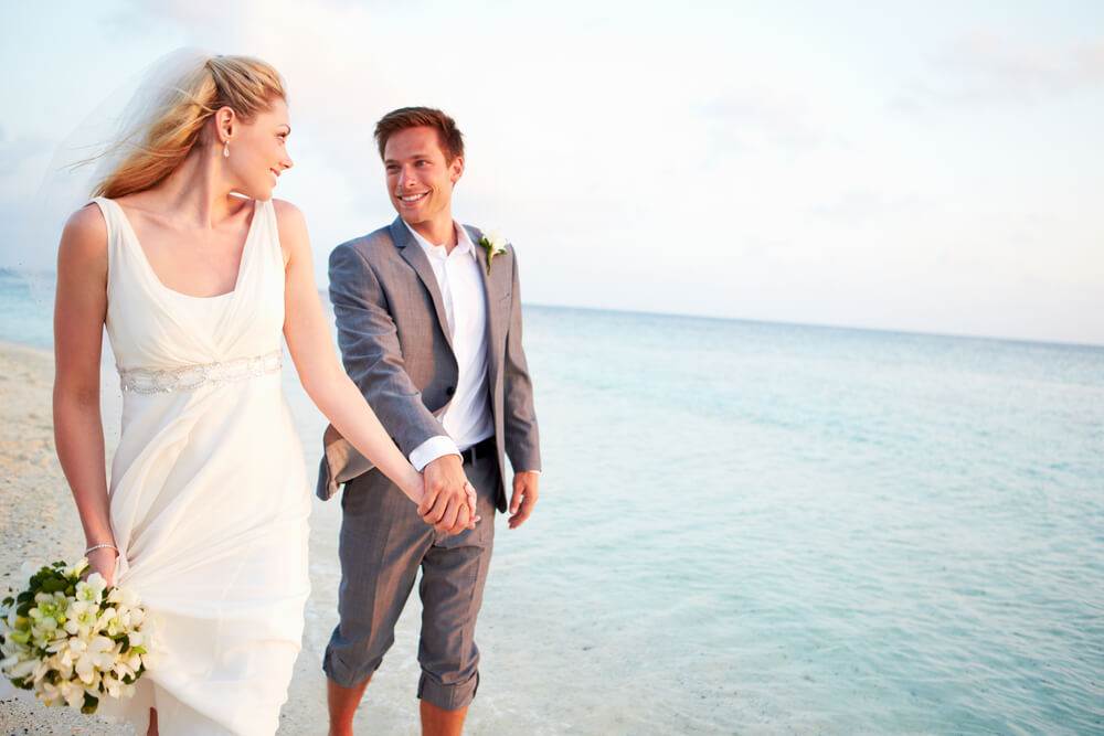 A Guide To The Best Men S Wedding Outfits For The Beach Suit Direct
