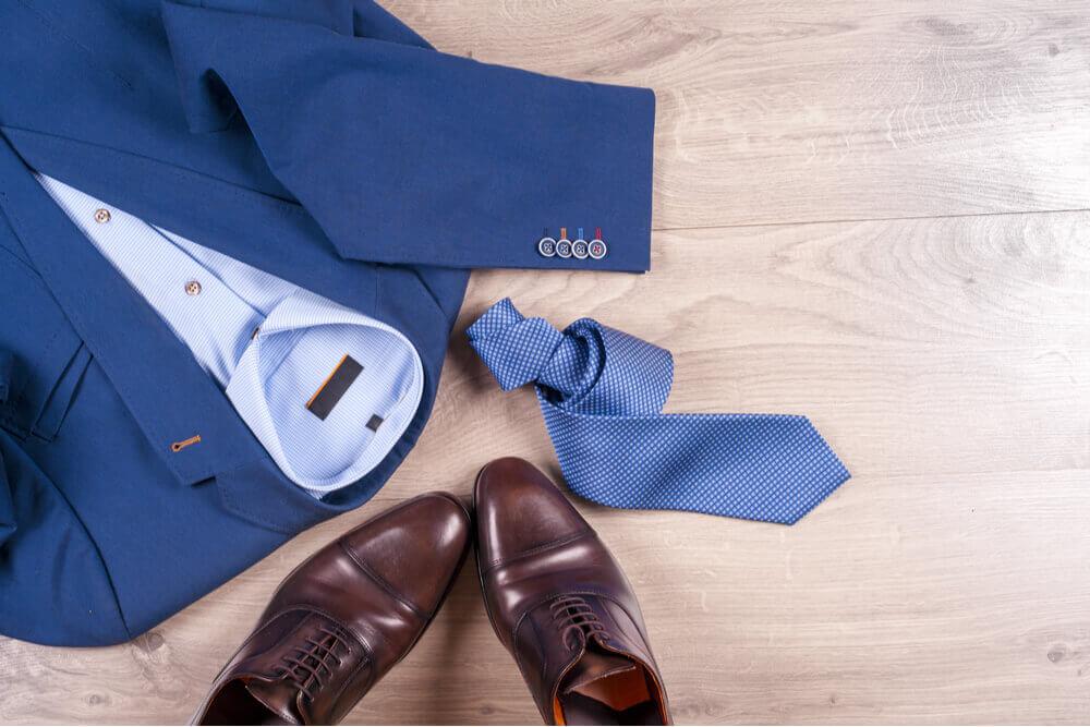 blue suit brown shoes what colour tie